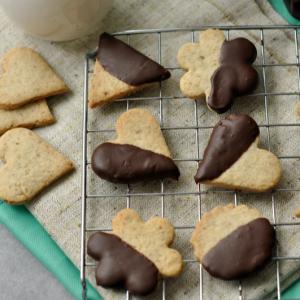 Diós keksz csokiba mártva, laktózmentesen elkészítve