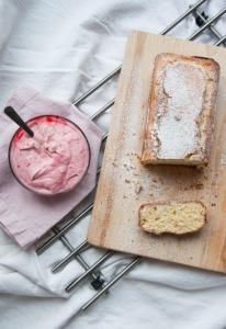 Laktózmentes joghurtos sütemény