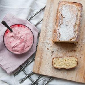 Laktózmentes joghurtos citromos sütemény, gyümölcshabbal
