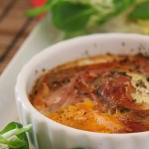 Ízletes laktózmentes vacsora – sonkával és tojással sült cukkini